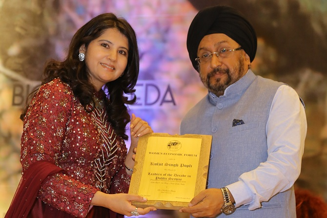 IREDA CMD Conferred with Leaders of the Decade in Public Service Award