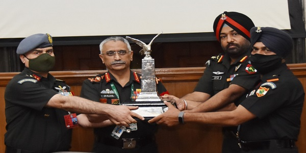 Annual Flight Safety Trophy Awarded to Army Aviation