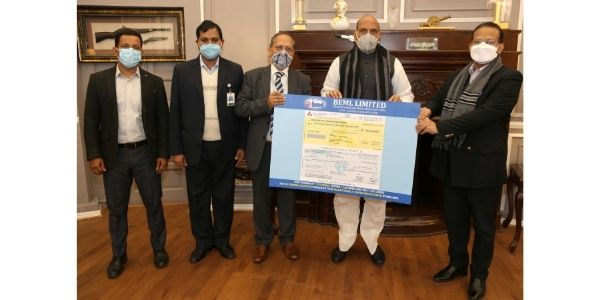 BEML handed a dividend cheque worth Rs 5.625 crore to Shri Rajnath Singh