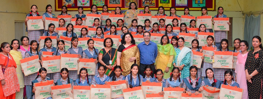 Team of ED HR RHQ IndianOil Undertook Swachhta Campaign at School
