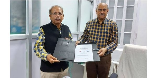 HSCL and Railways signed MoU