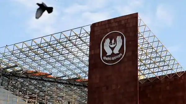 LIC is next on Disinvestment List; expected to sell a 5-10% stake