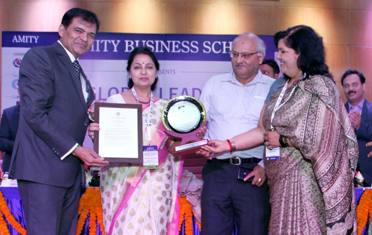 Ms. Meenakshi Davar Honored with Amity Leadership Award