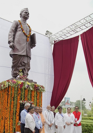 PM Unveils Lal Bahadur Shastri Statue Build by NCL
