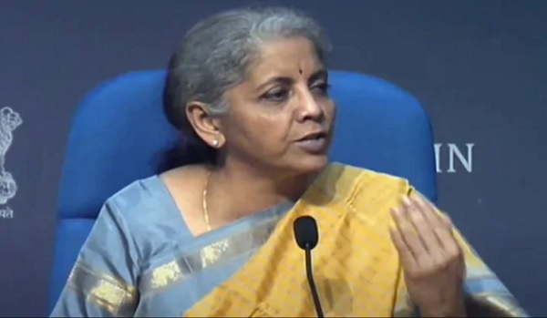 Smt Nirmala Sitharaman participated in the Governor's Seminar, appreciates India's frontline workers