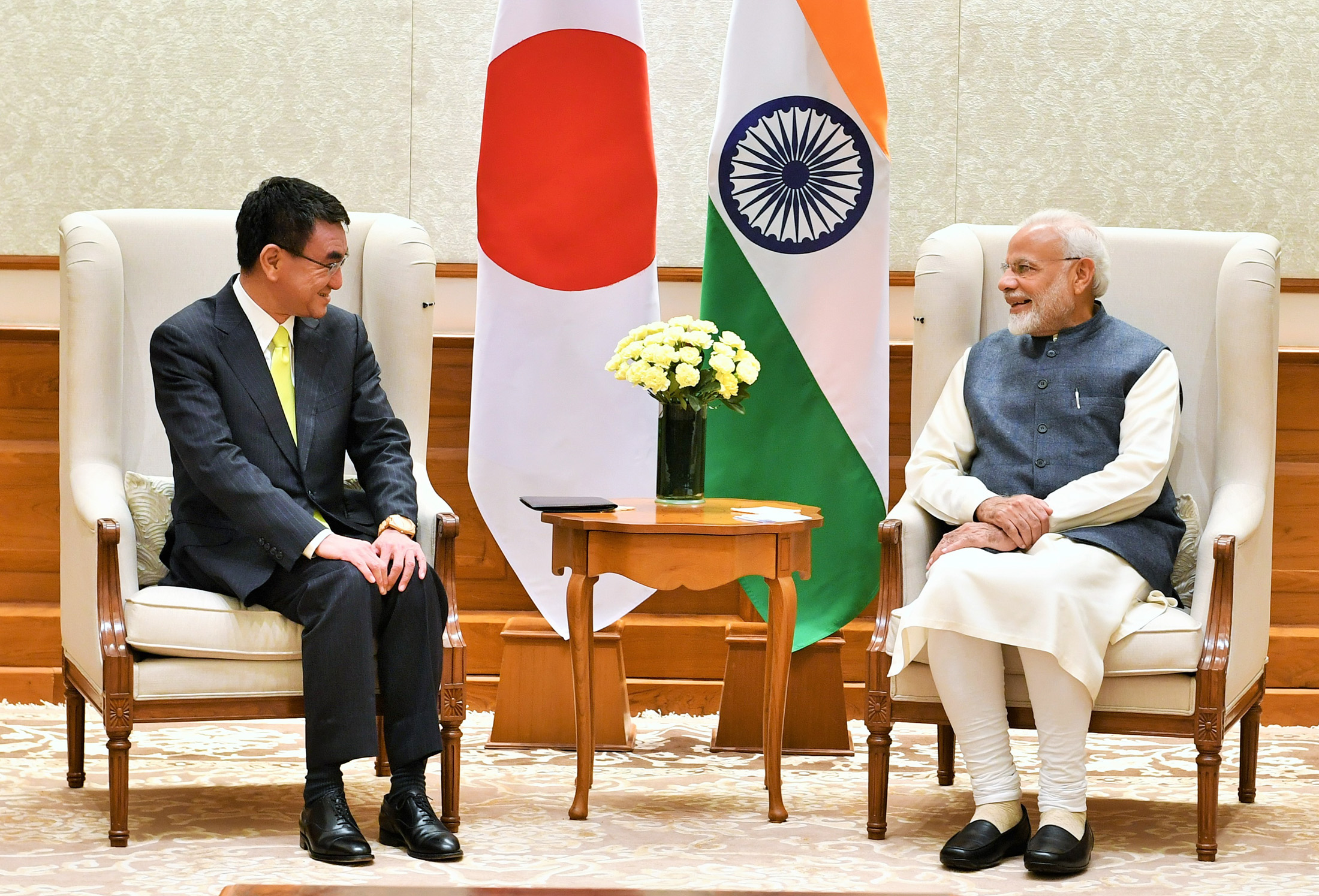 Foreign Minister of Japan calls on PM