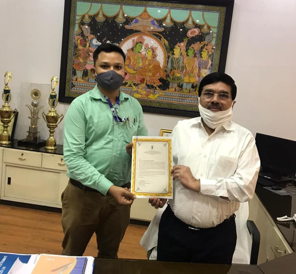 Shri BN Shukla CMD presented the certificate of appreciation of the chairman