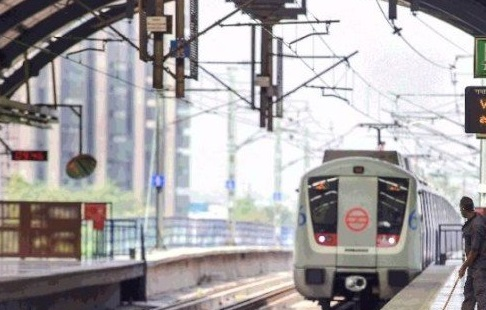 DMRC again suspended its metro services en routing NCR to Delhi
