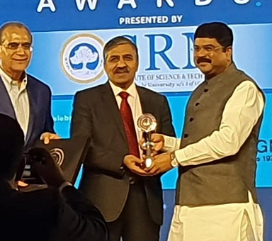 Shri B C Tripathi CMD GAIL honoured as the best CEO award