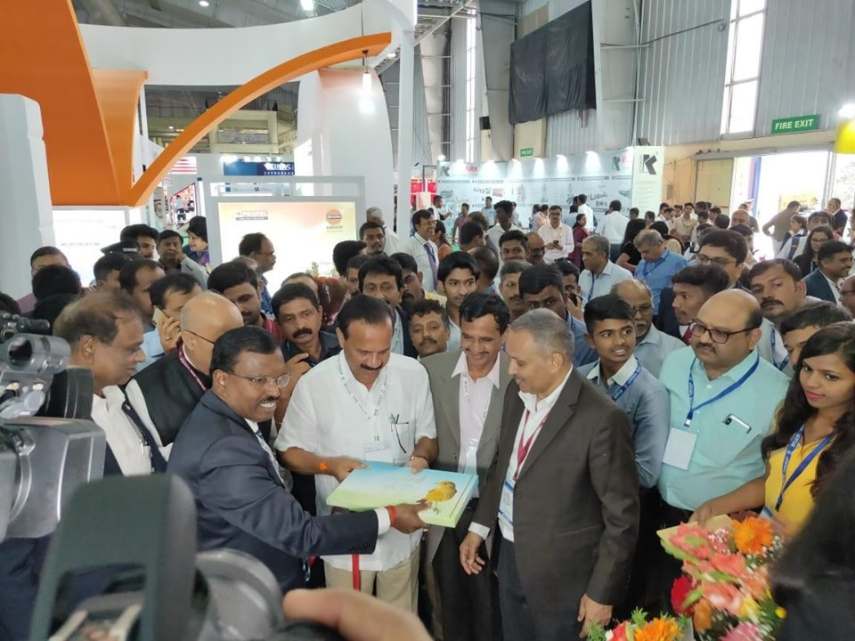 Union Minister of Chemical and Fertiliser inaugurating the GAIL stall Birds Of Pata