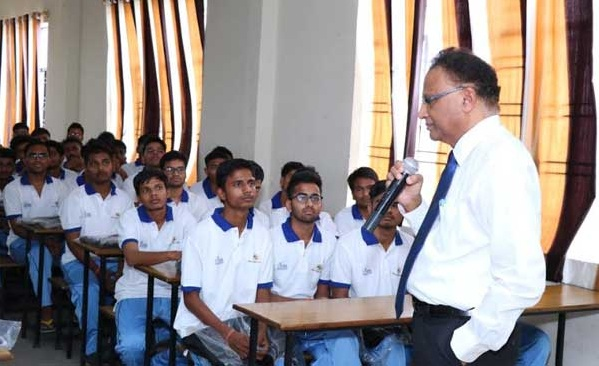 100 Percent Students from GAIL Utkarsh Kanpur Centre Clear JEE Mains