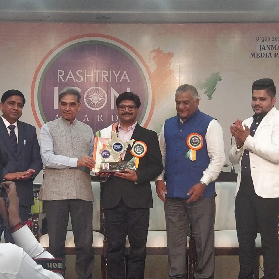 Shri E.S. Ranganathan Managing Director IGL was conferred with Rashtriya Icon Award