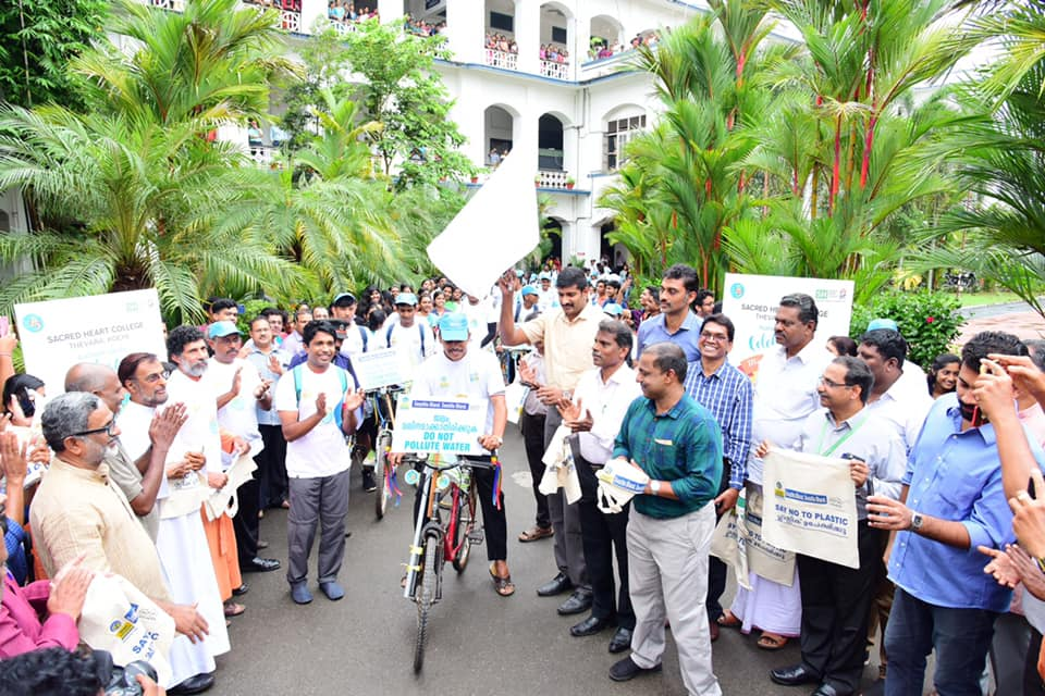 International Tom Joseph flags off the Swachhata Cycle Rally from SH College