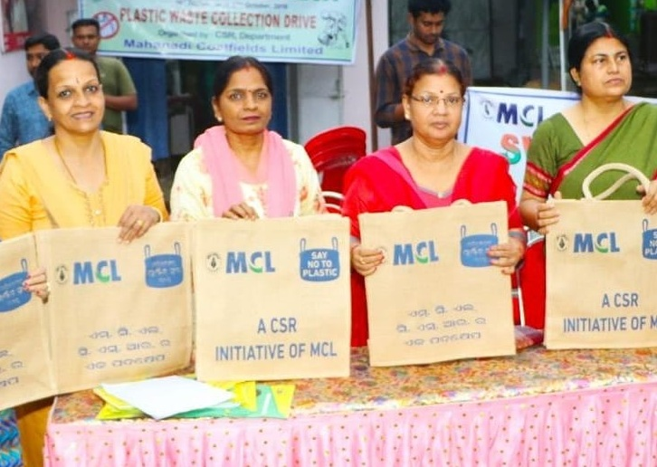 CIL say no to plastic distributes jute shopping bags free