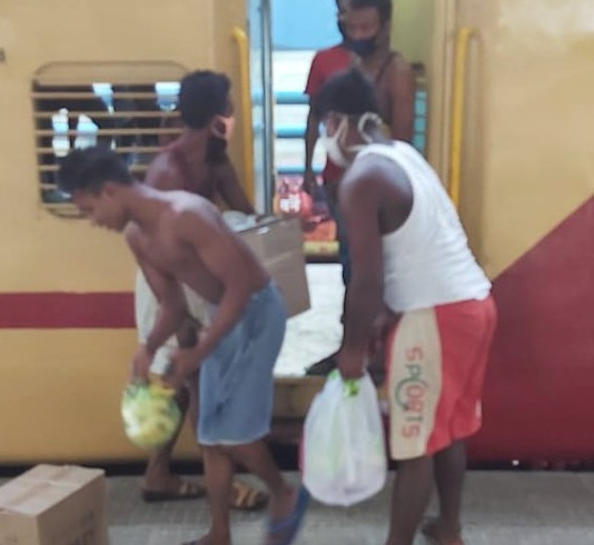 NLCIL provides food and drinking waterto migrant workmen