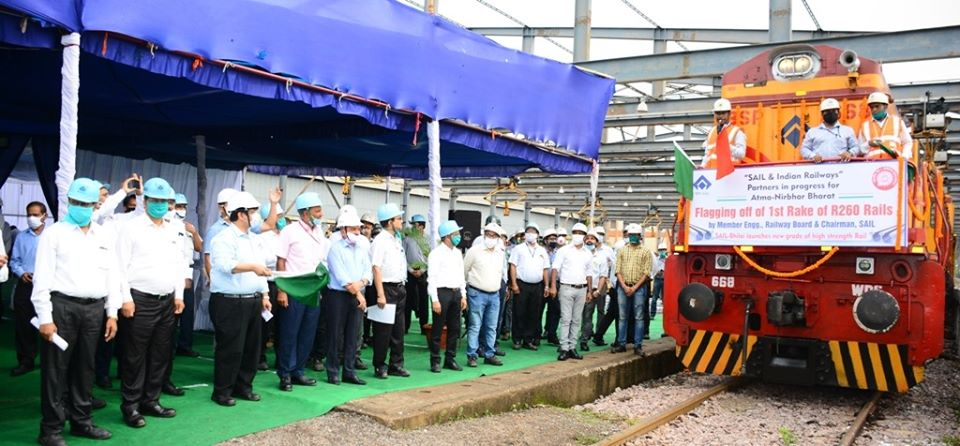 SAIL rolls out and dispatches first rake of R 260-grade vanadium alloyed to Indian Railways