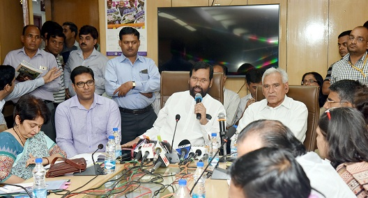 Shri Ram Vilas Paswan Addressing a Press Conference