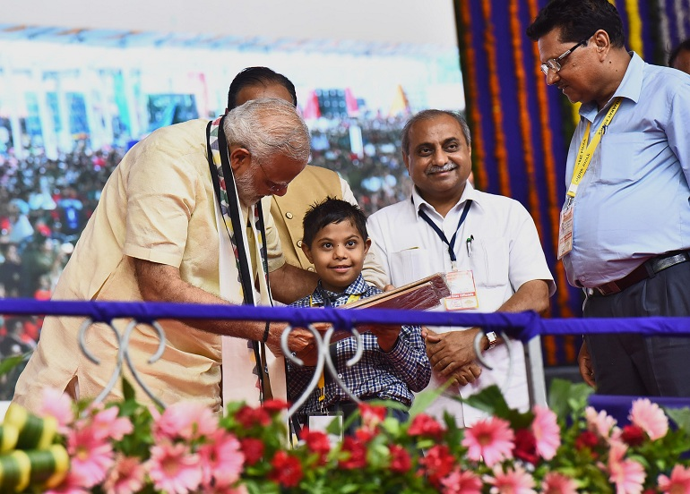 Shri Narendra Modi Distributing the Aids and Assistive Devices