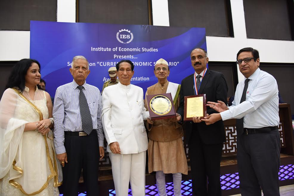 CEL CMD Dr. Nalin Shinghal Honoured with Leadership Excellence Award