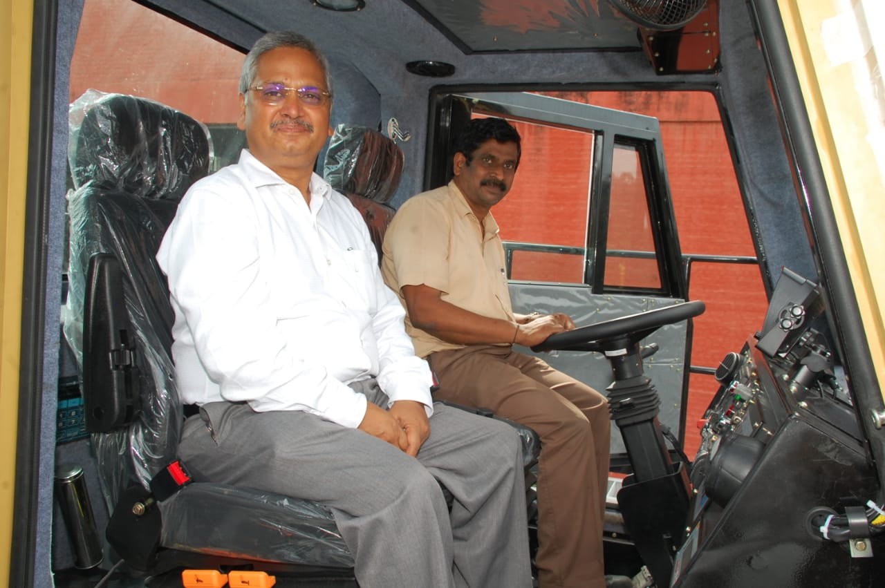 BH205E_Mining_truck_by_BEML_handed_over_to_Coal_India_Limited.jpg