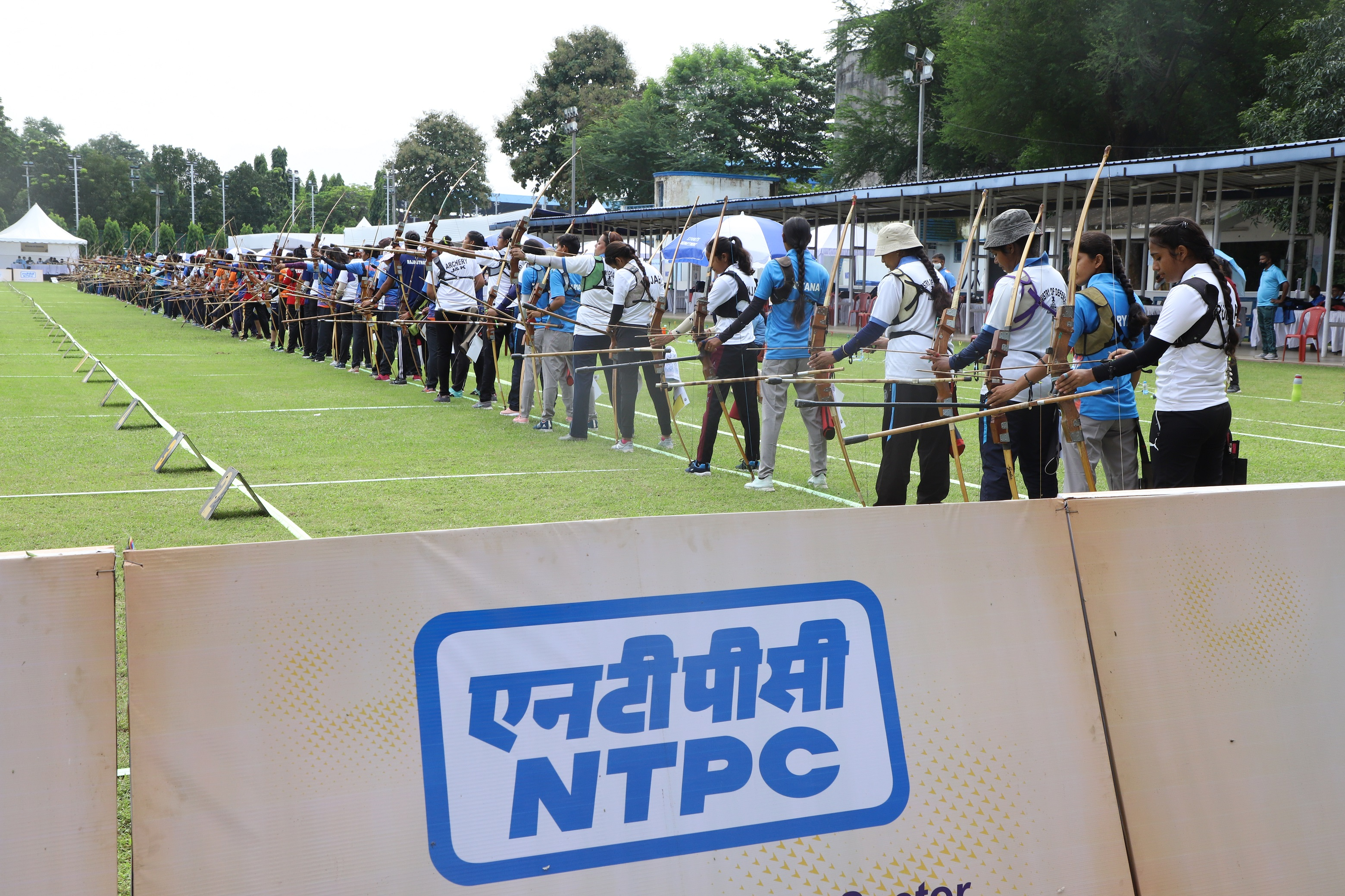 Players_in_action_during_archery_championship.JPG